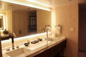 Hilton McLean - Bathroom