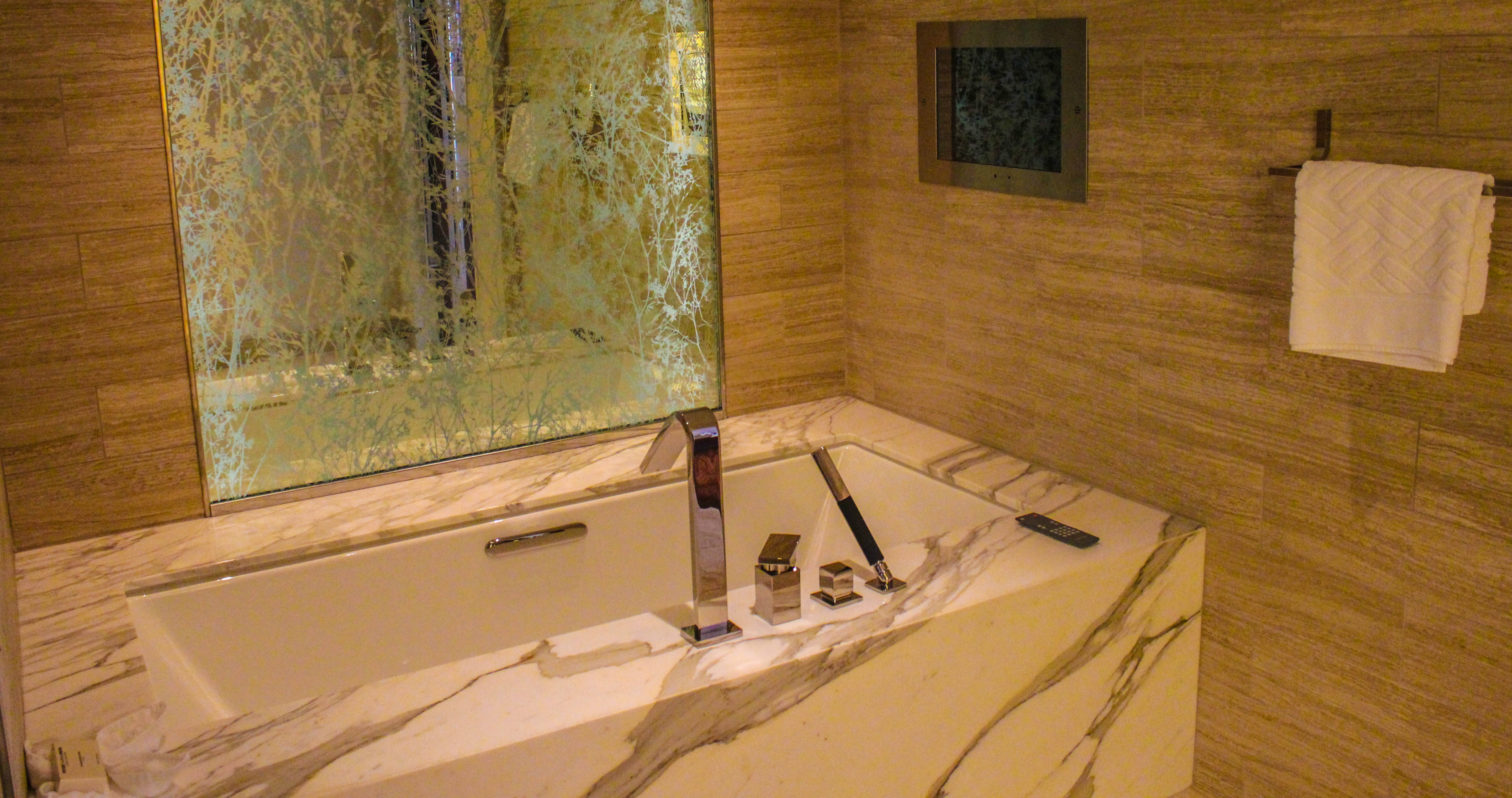 Hilton McLean renovated suite bathtub