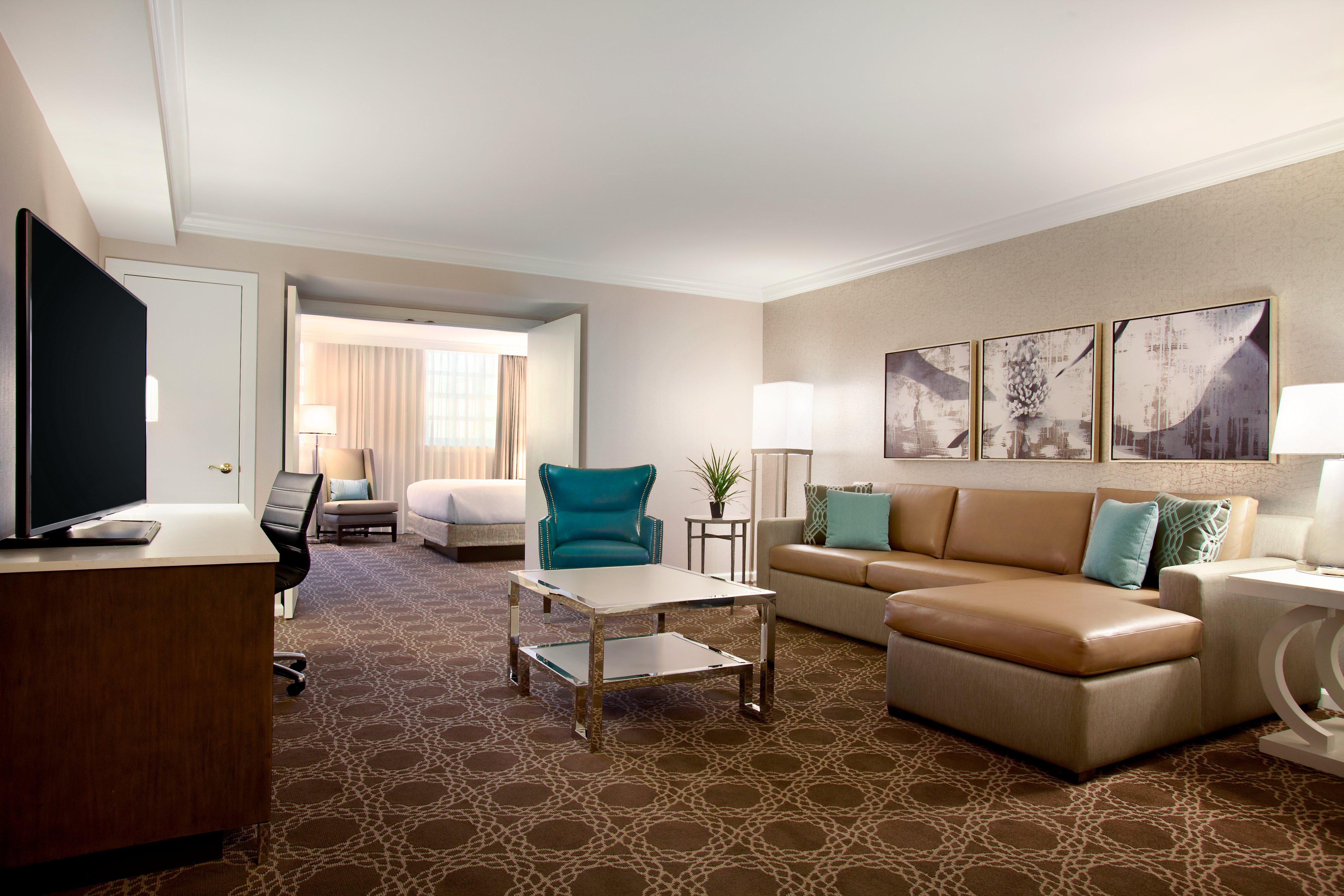 St Charles Hilton - Parlor Suite Living