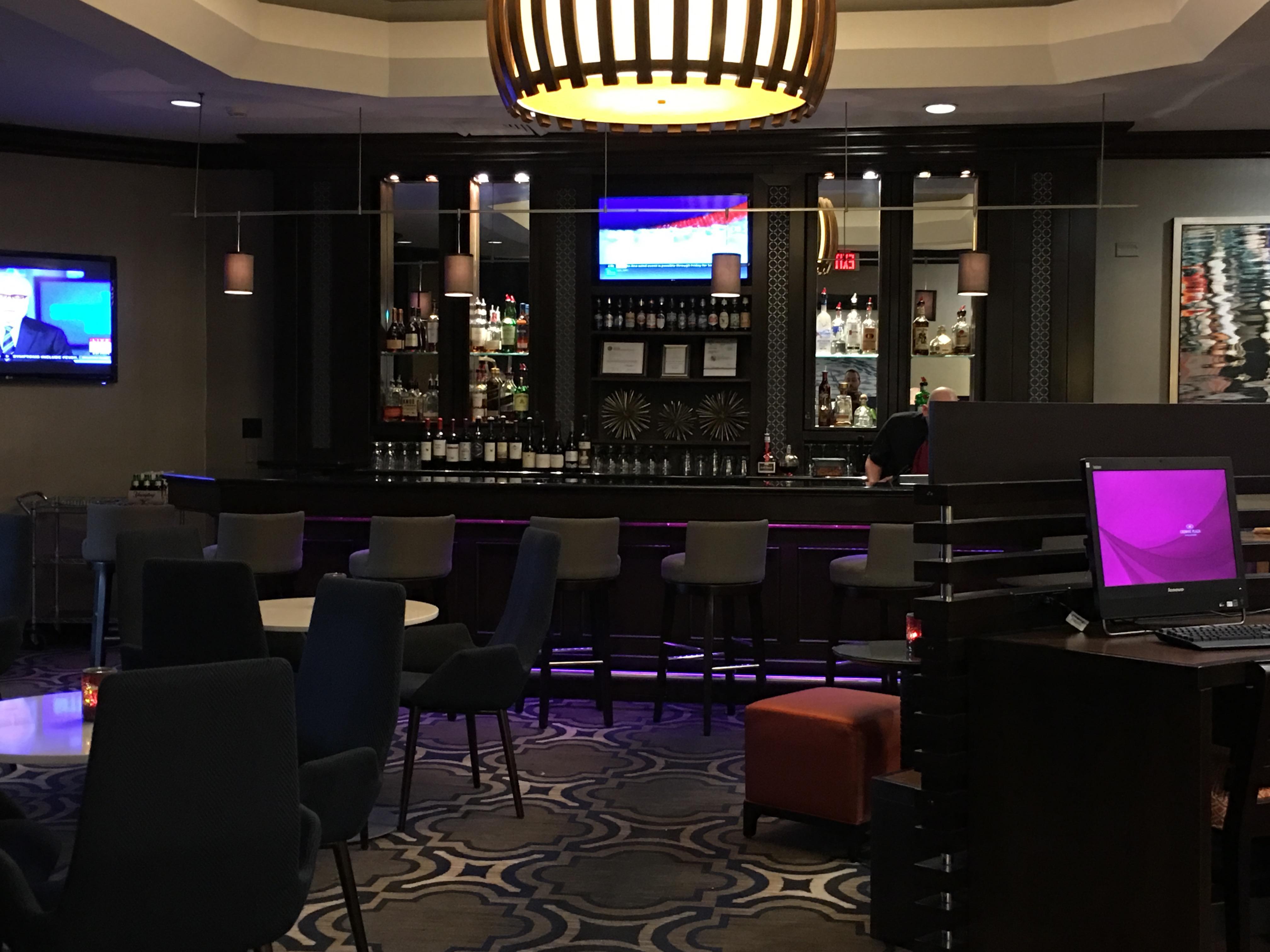 Crowne Plaza Annapolis bar