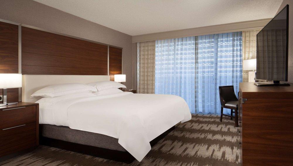 Hilton Tampa Westshore guestroom