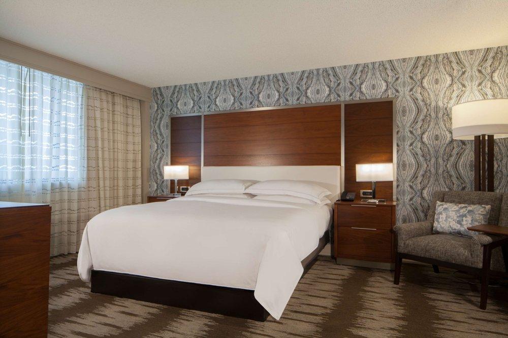 Hilton Tampa Airport Westshore guestroom