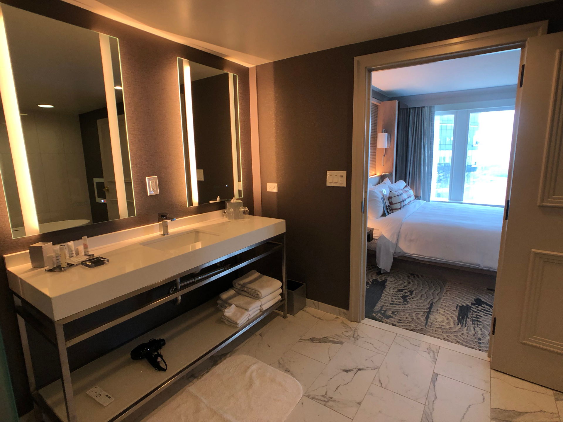 Baltimore Marriott Waterfront hotel guest bed and bathroom