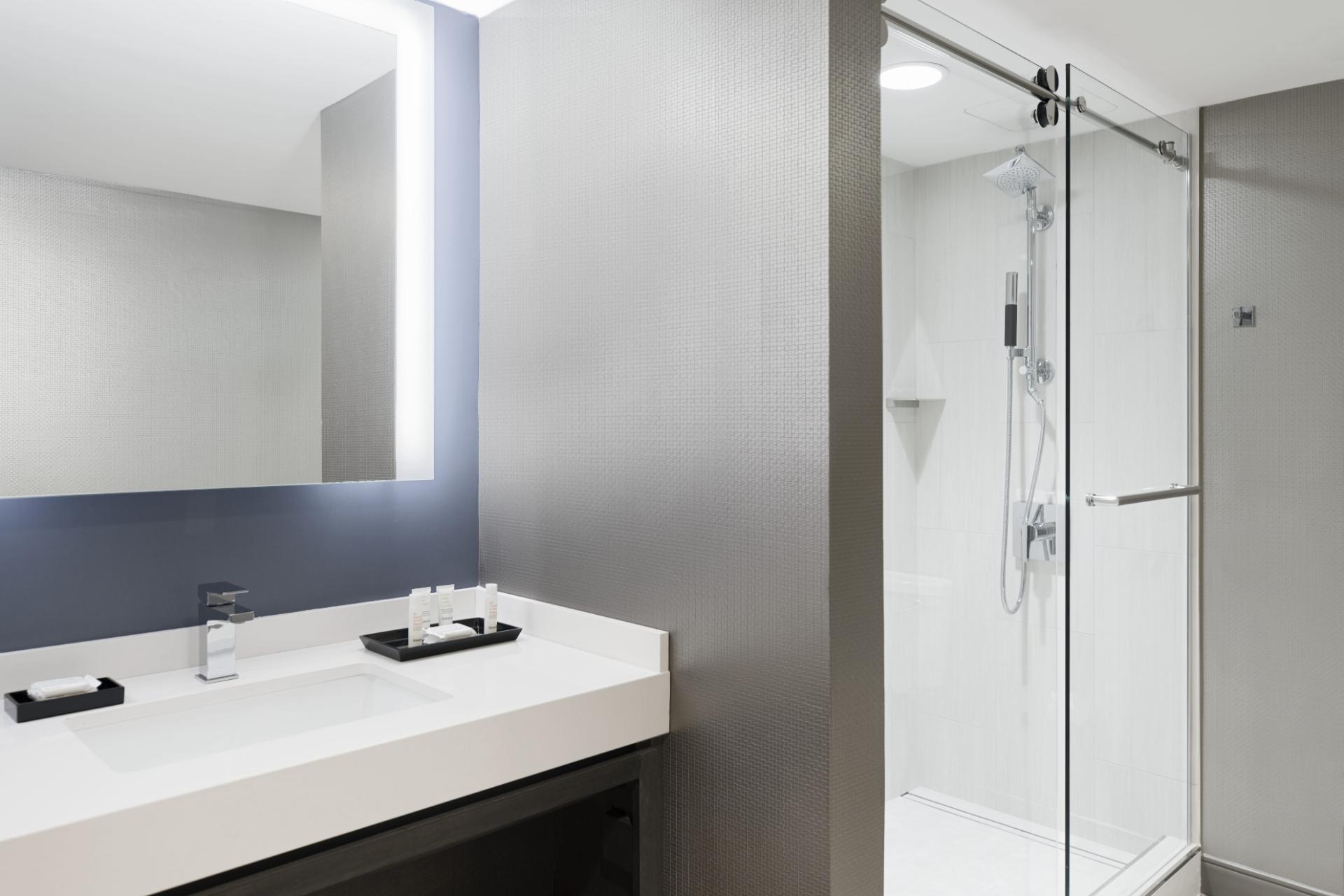 Presidential suite bathroom at Crystal City Marriott