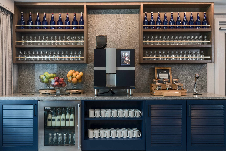 Renaissance Baltimore Harborplace Hotel drink bar
