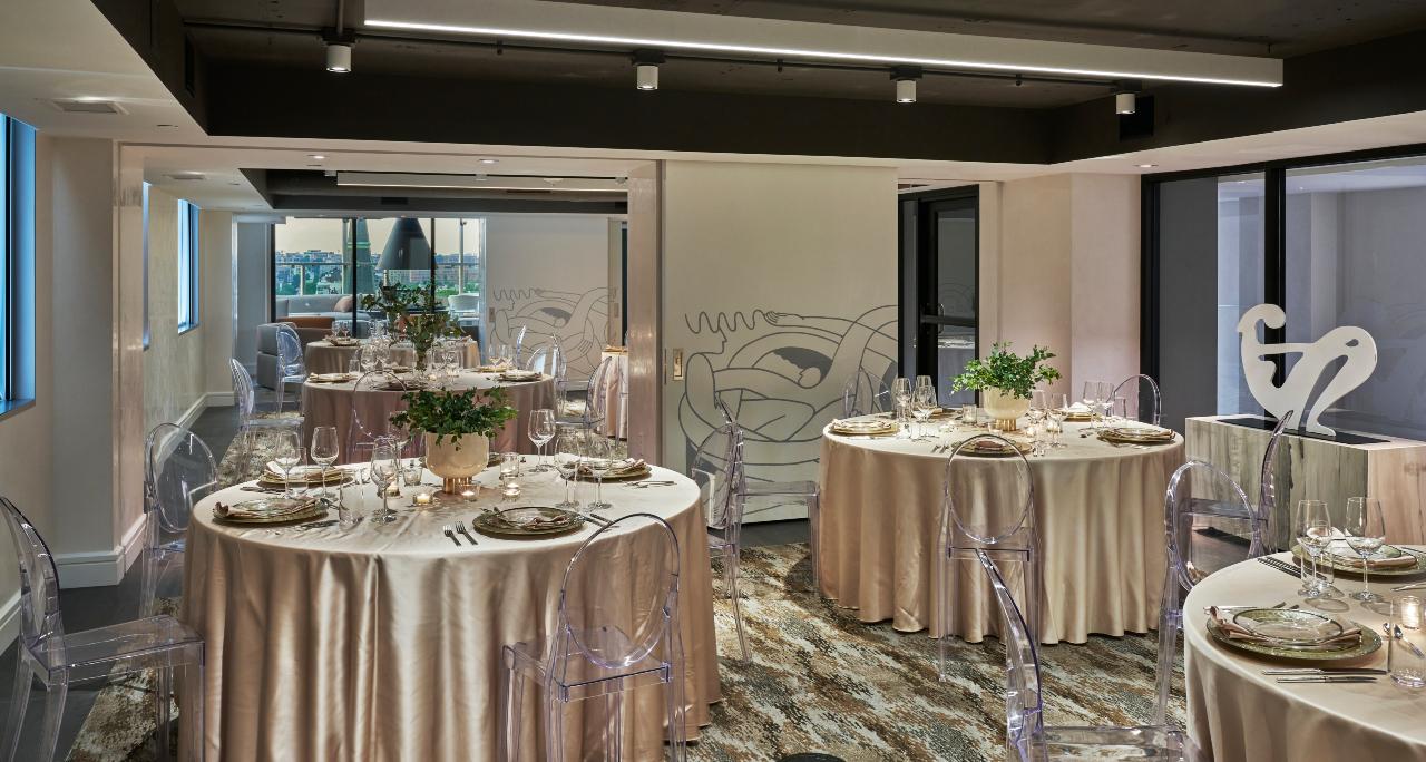 Hotel Zena fancy dining room