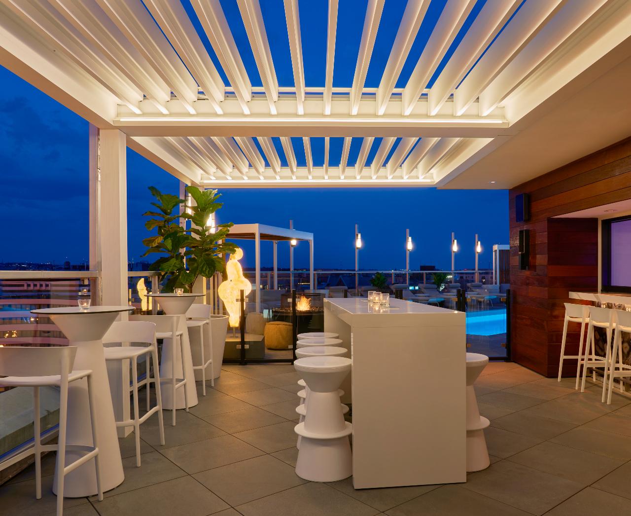 Hotel Zena outdoor restaurant seating